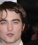 Robert Pattinson cheveux aplatis