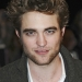 Robert Pattinson cheveux mi-longs